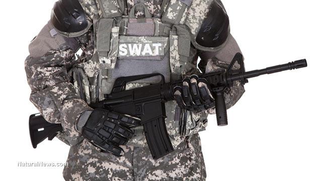 Costituzionalisti, la polizia militarizzata, Infowars