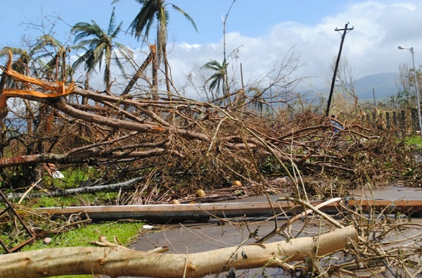 With 10,000 now believed dead, yet another typhoon bears down on devastated Philippines Philippines Typhoon Devastation 2