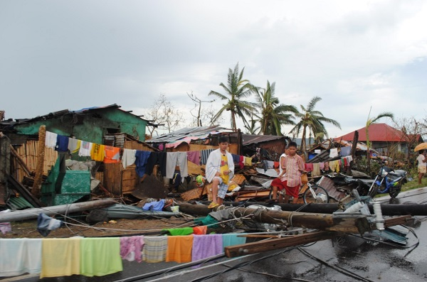 With 10,000 now believed dead, yet another typhoon bears down on devastated Philippines Philippines Typhoon Devastation 3