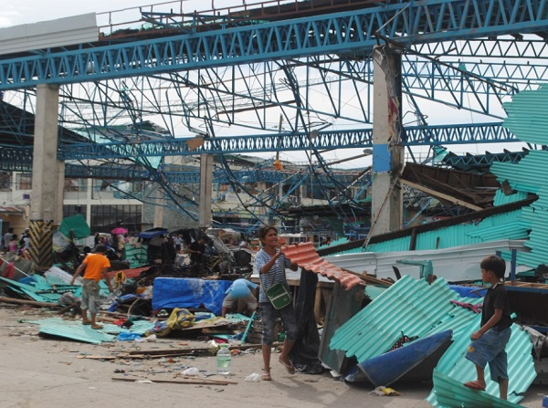 With 10,000 now believed dead, yet another typhoon bears down on devastated Philippines Philippines Typhoon Devastation 6