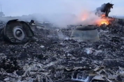 [MH17-Plane-Wreckage-Site-1-400]