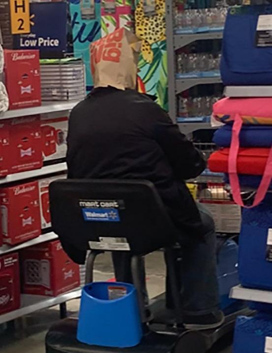 Sátira muito necessária: quando o Walmart exigia que os clientes usassem máscaras, eles não tinham idéia de que isso iria acontecer ... 6