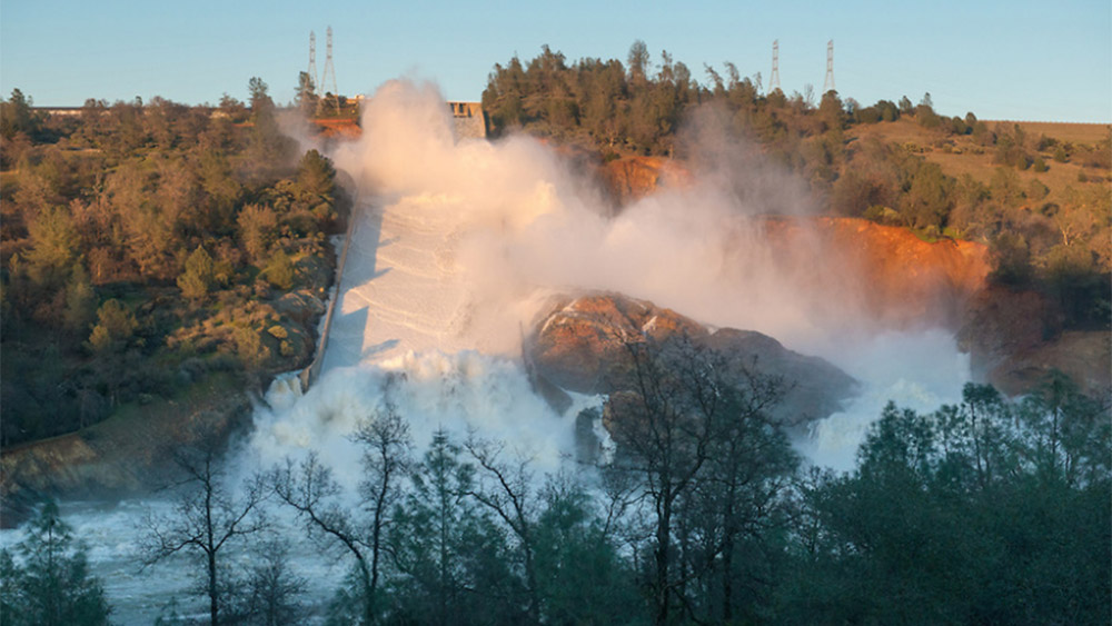 Image: Disturbing aerial photos reveal how bad the Oroville Dam really is