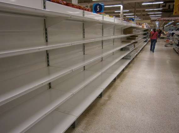 Image: Venezuela's citizens desperately stockpiling food and water as civil war tipping point draws near