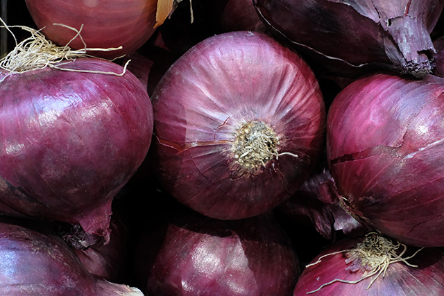 Image: Red onions found to fight cancer more powerfully than yellow or white onions