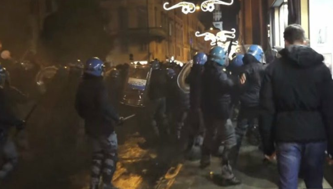 Image: It's about time: Italian police beat the SNOT out of left-wing Antifa protesters (video)