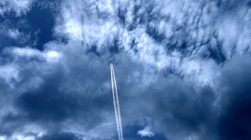Image: Former military meteorologist admits military aircraft spray aluminum into the atmosphere