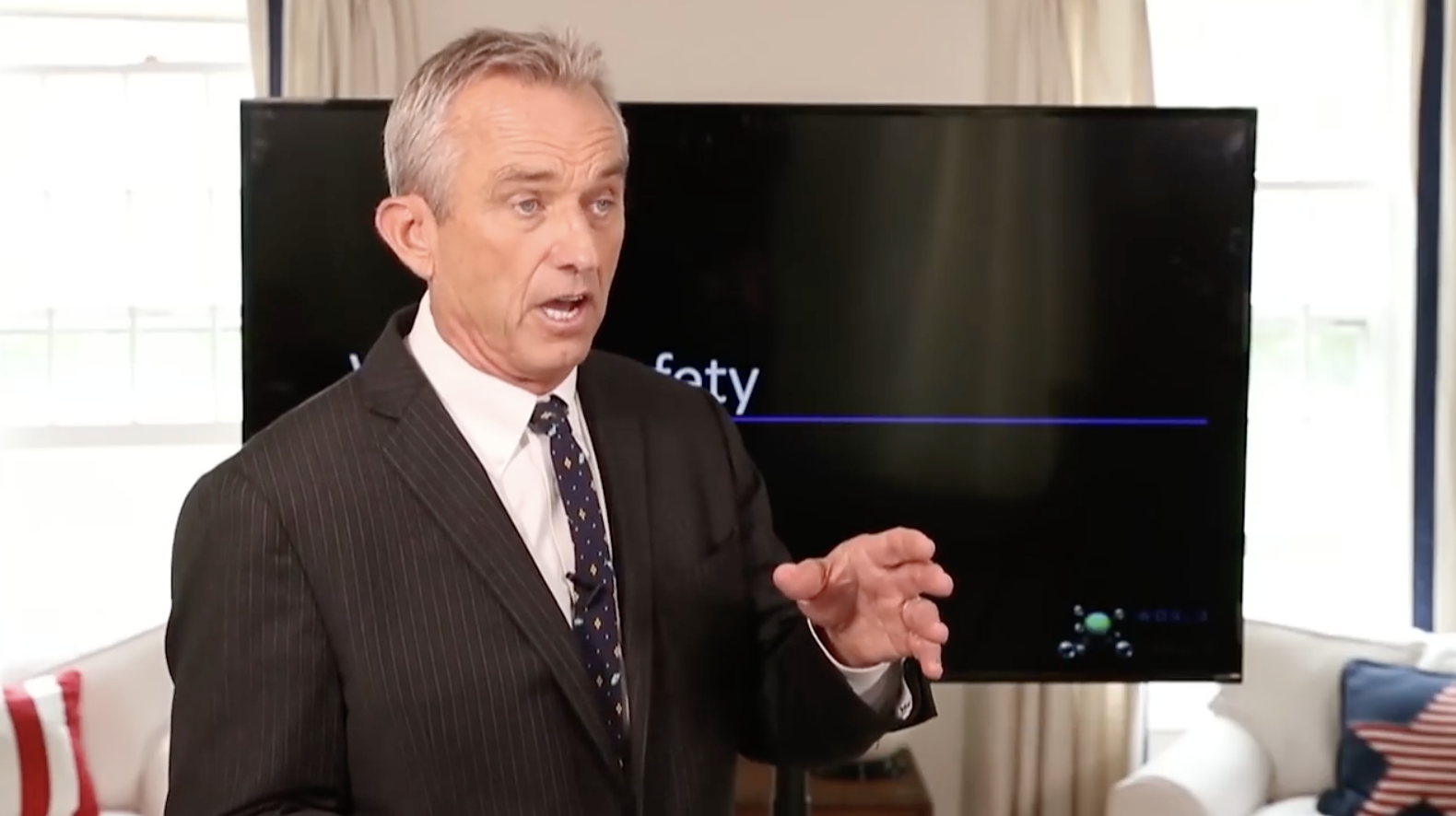 Image: Robert Kennedy Jr. launches first lawsuit of thousands against Monsanto alleging herbicide Roundup causes non-Hodgkin's lymphoma