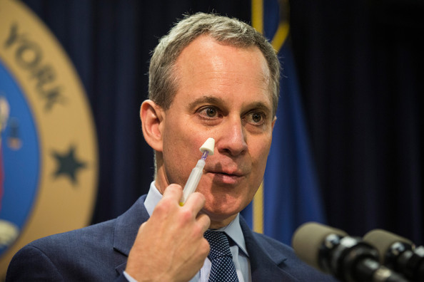 Image: NY Attorney General Eric Schneiderman resigns following allegations of assaults on numerous women who claim he choked them, slapped them, and even threatened to kill them