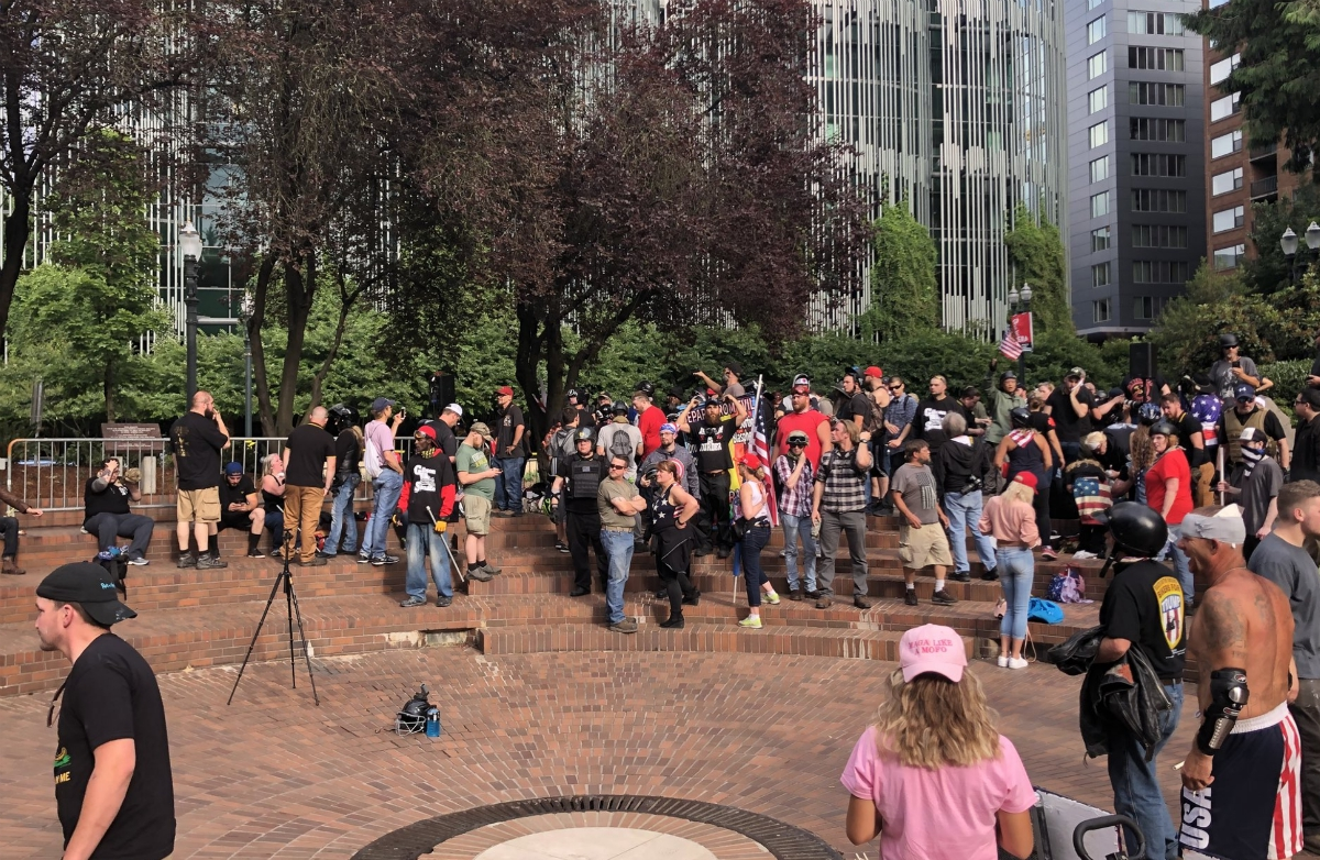 Image: CONFIRMED: Portland police are on the side of left-wing Antifa terrorists; the feds will need to bring them in line with law and order