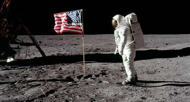 Image: UNREAL: Twitter now censoring GIFs of the U.S. flag being planted on the moon… revisionist history run amok