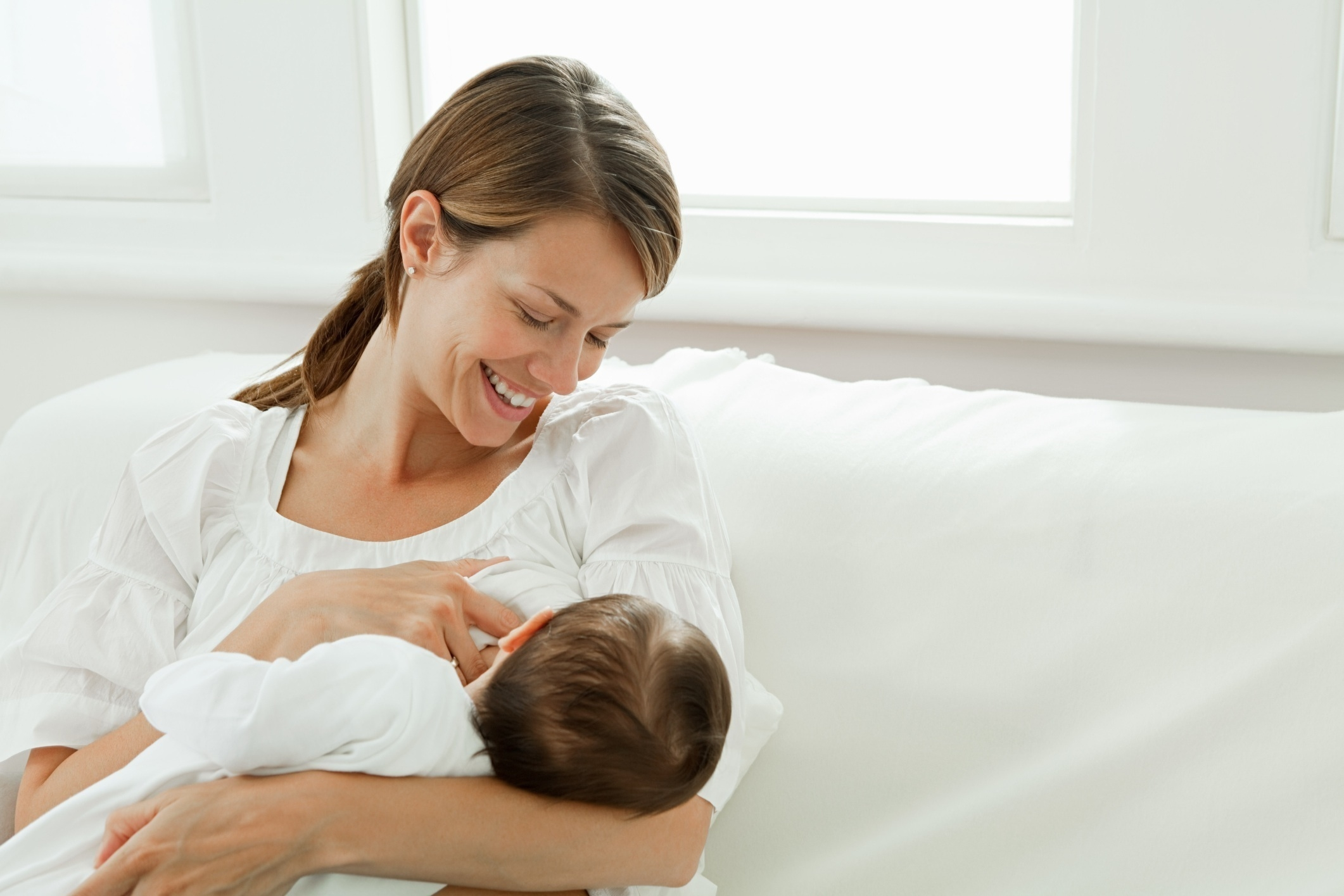 Image: Nursing baby is good for mom too: Breastfeeding found to reduce risk of heart attack, stroke later in life