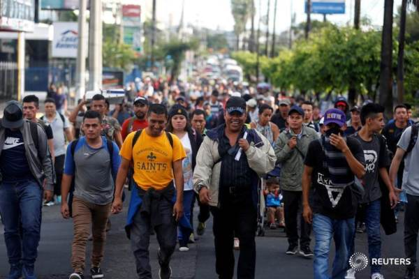 Image: The caravan trying to invade the USA is almost entirely military-aged males… almost no women or children anywhere