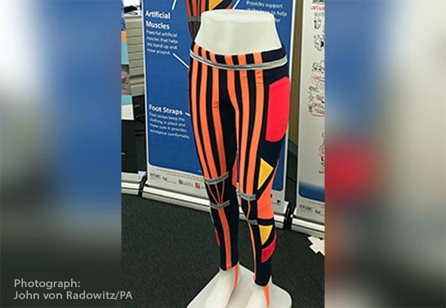 "Image: Researchers develop ""smart trousers"" – pants with artificial muscles for people with mobility problems"