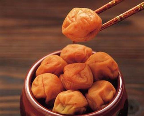 Image: Umeboshi is a natural immune system booster: Just eating 2 plums a week can result in DRAMATIC changes to your health