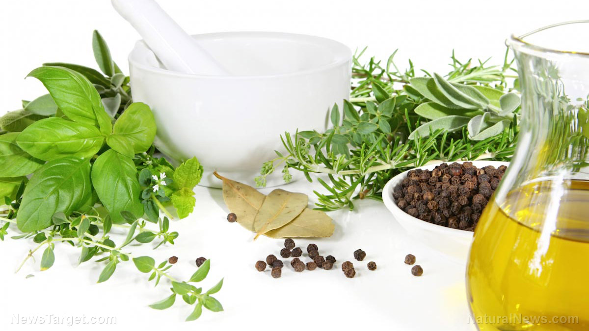 Image: Use oregano oil as a natural method to clean food surfaces