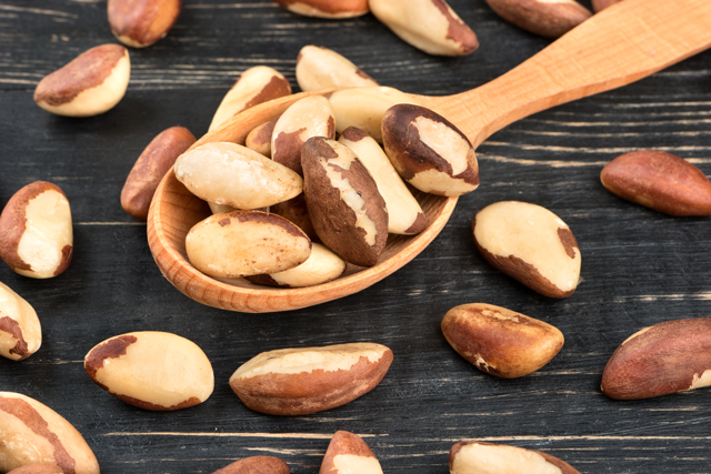 Image: A daily serving of Brazil nuts helps control your weight and manage blood sugar levels