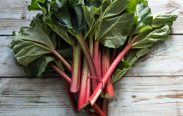 Image: Rhubarb can destroy cancer cells