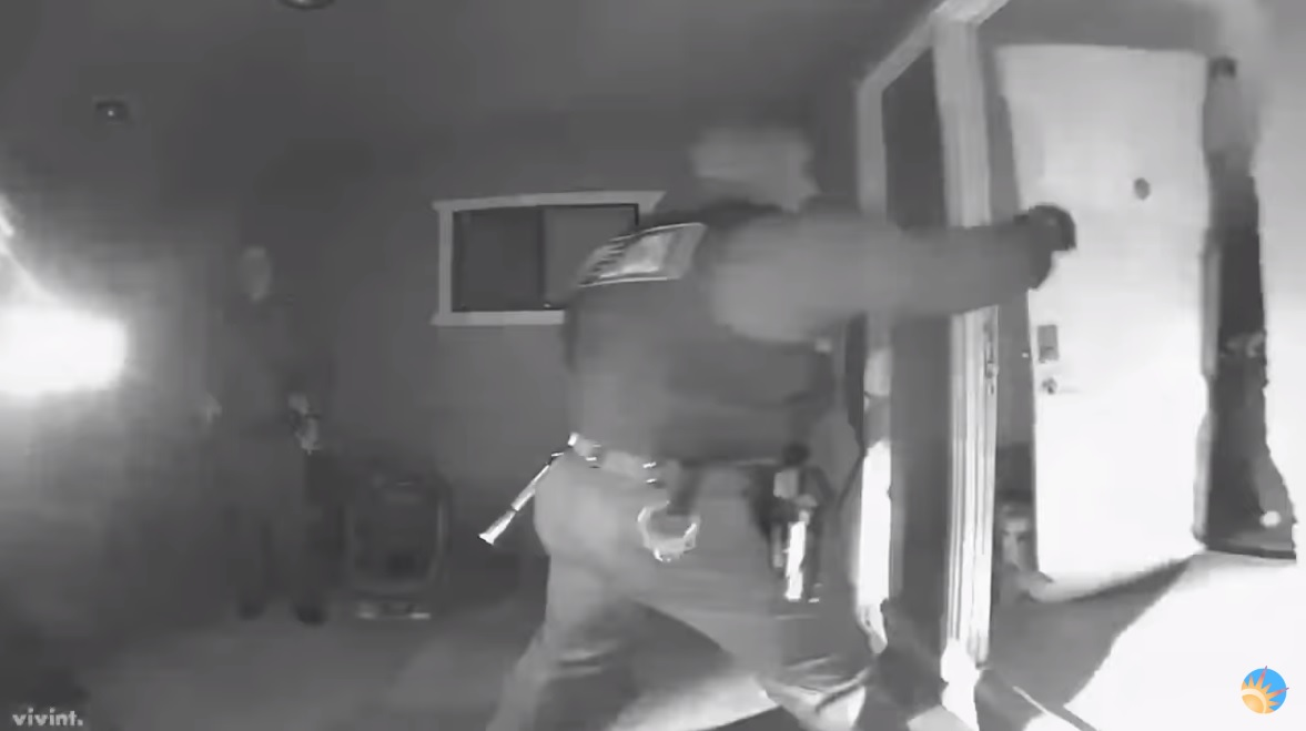 Image: Armed SWAT team violently storms family's home, kidnaps three children for not being vaccinated