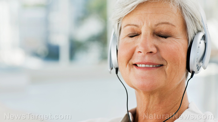 Image: Cohort study: Listening to music can reduce risk of falls among the elderly