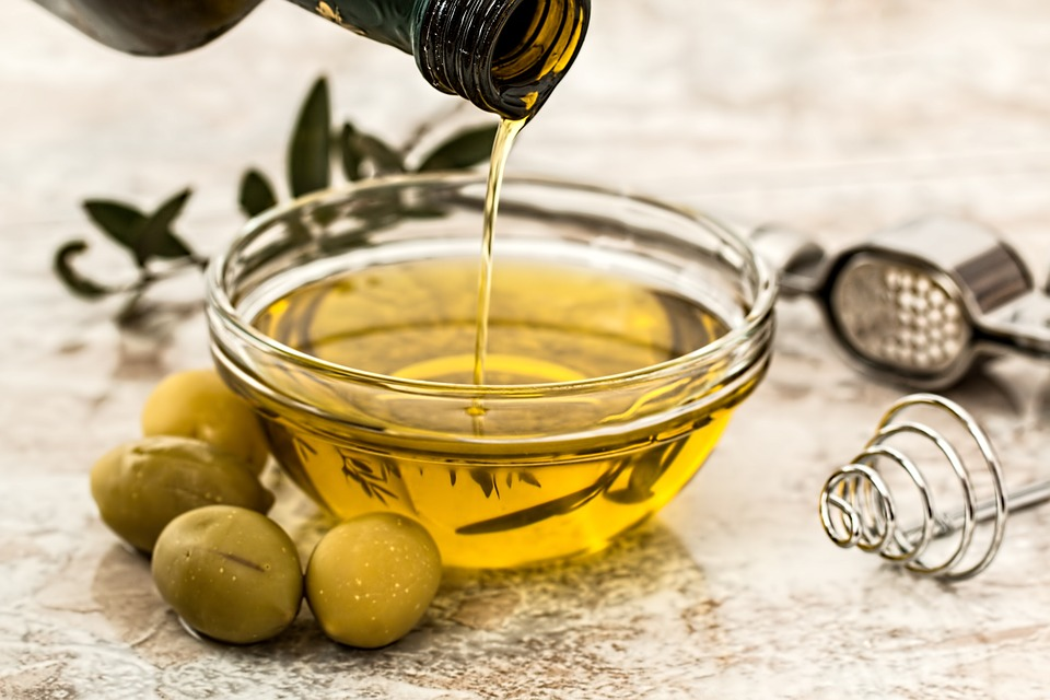 Image: A dynamic duo: Researchers find that an olive oil and veggie combo could explain the health benefits of the Mediterranean diet