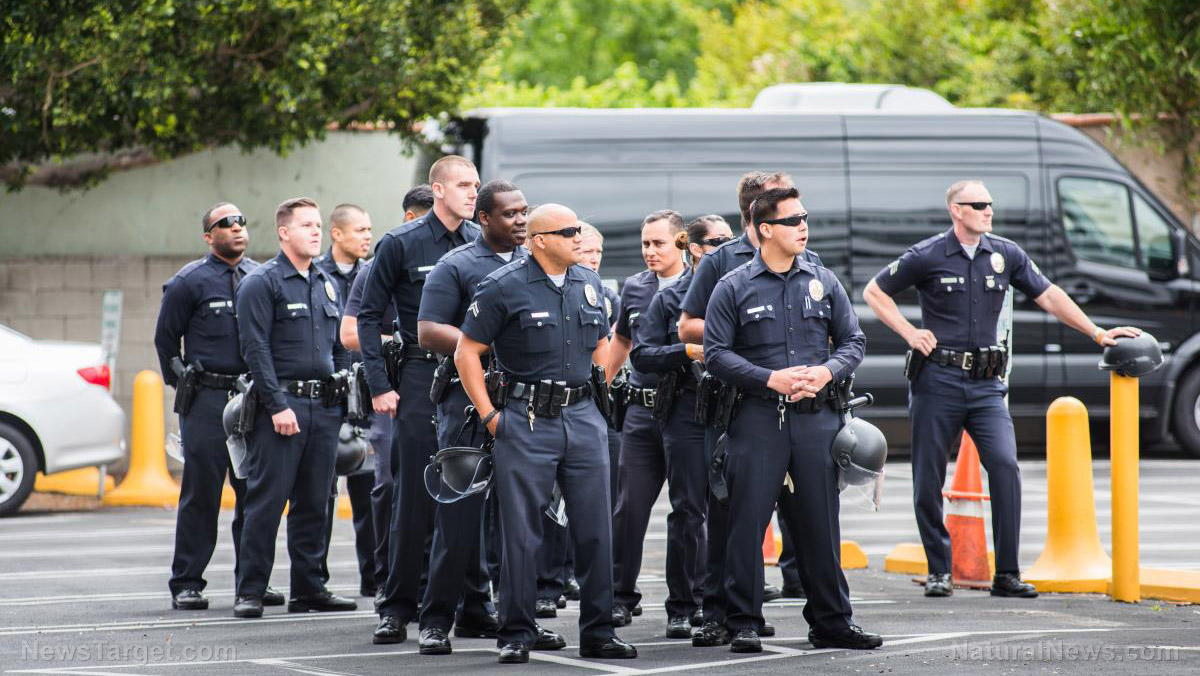 Image: Los Angeles votes to DEFUND the police – LAPD budget reduced by $150 million