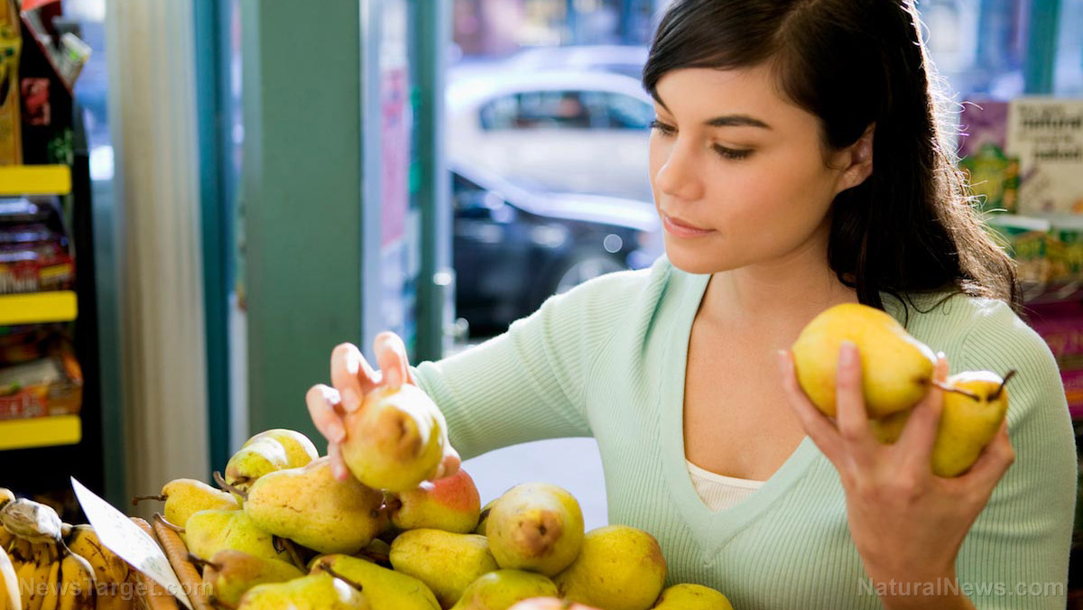Woman-Buying-Pears Pear necessities: 8 Health benefits of eating pears Health [your]NEWS