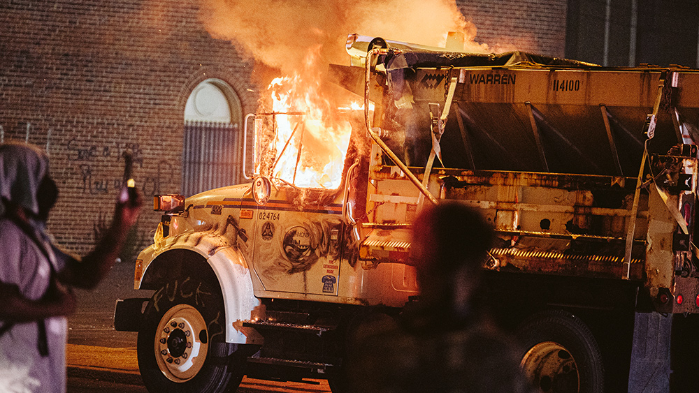 Image: Trucking associations decry violence, issue warnings for drivers to avoid cities where left-wing riots are worsening