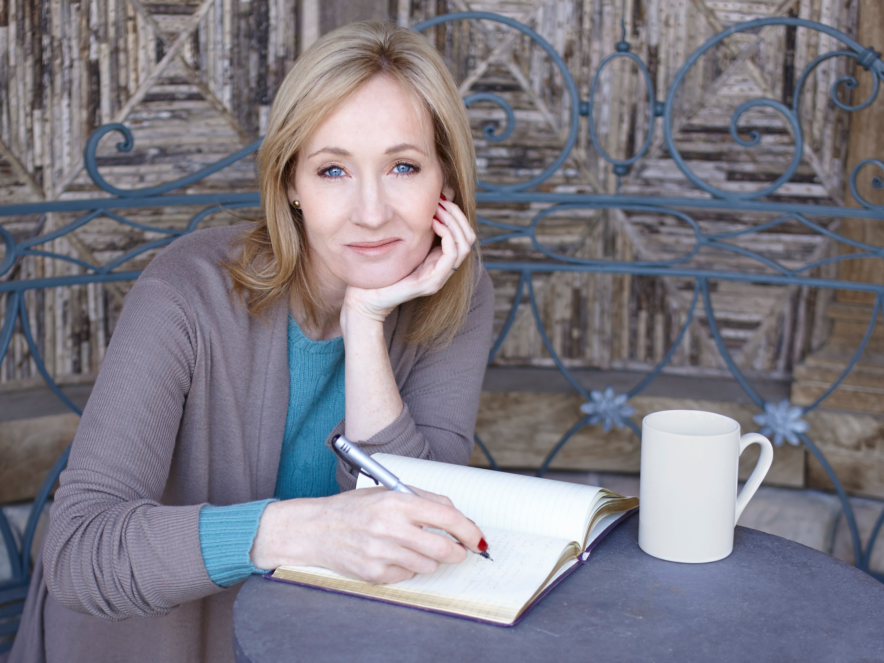 Image: Twitter suspends accounts tweeting in support of J.K. Rowling
