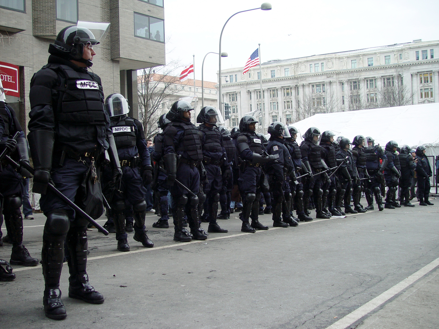 Image: American police state: No questions allowed