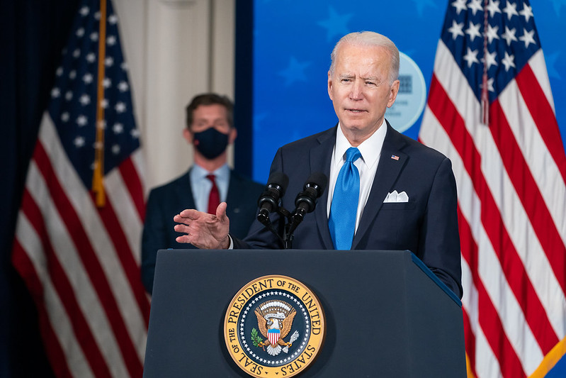 Image: WATCH: Biden regime actively assisting illegal immigrants in crossing border so they can claim asylum and stay forever