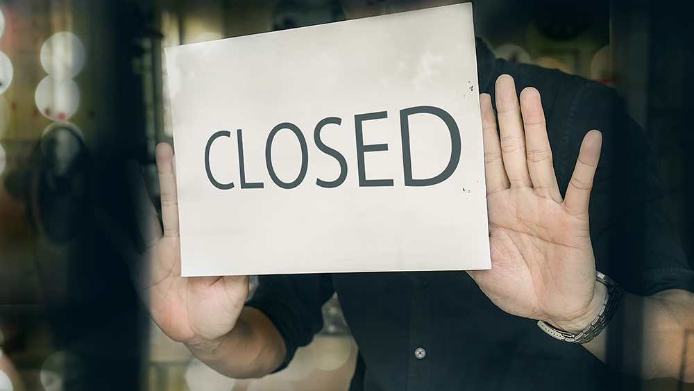 Image: Manhattan restaurant forced to close as owner can't find workers