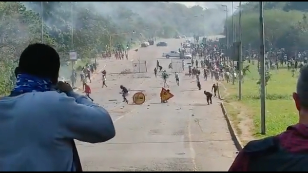 Image: Situation spiraling out of control in South Africa as supply chains collapse, unrest turns violent, claiming dozens of lives