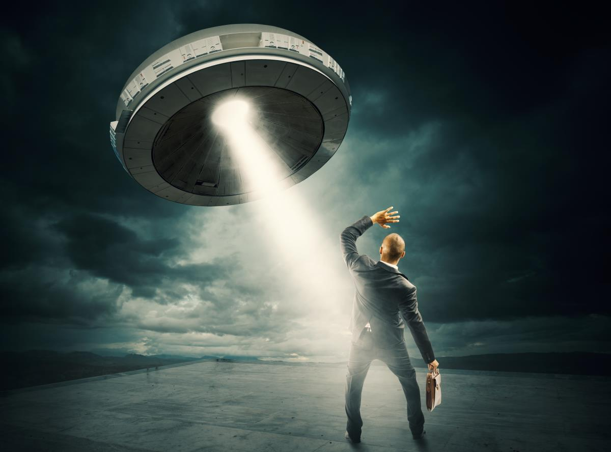 """Image: UFOs come from """"alien bases"""" deep within our oceans, British ex-cop claims"""